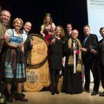Nieuwe wijn in Oostenrijk gezegend in aanwezigheid van importeur Regina Meij