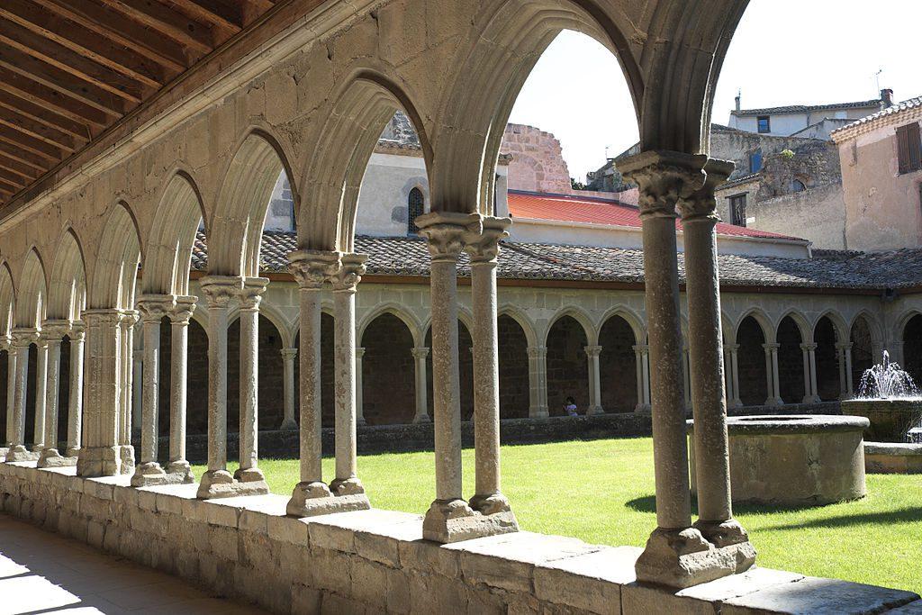 1024px-Saint-Hilaire_Abbaye_360